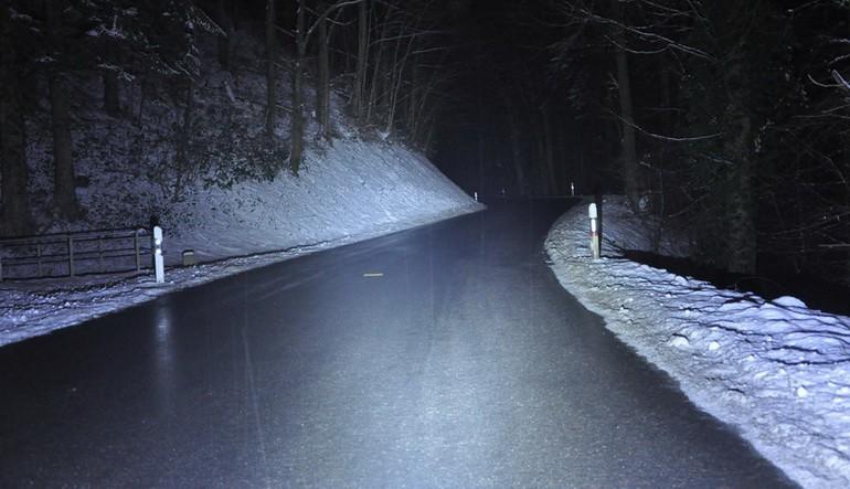 Luminosité avec une lampe frontale de puissance de 2010 Lumens SDC