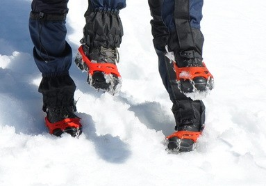Escursione con cramponi nella neve